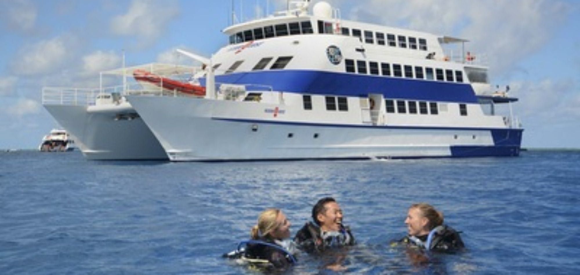 Cairns dive certification - PADI Learn to Dive Course on Oceanquest boat
