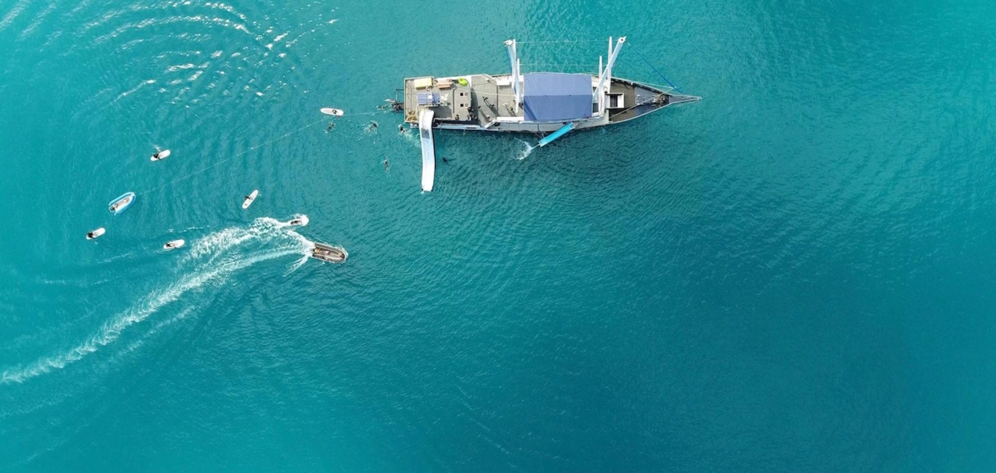 Whitsunday Islands - aerial photo of boat tour